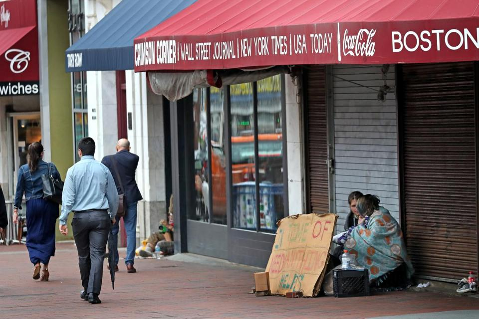 The vacant storefront where a Washington chain wants a pizza parlor has become a hangout for the homeless.